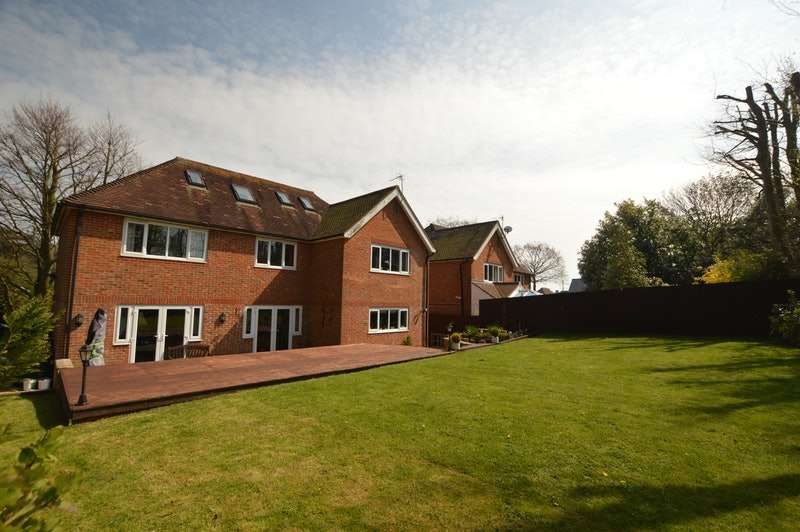 6 Bedrooms Detached House for sale in Canterbury rd, Hawkinge, Kent, CT18
