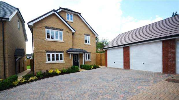 4 Bedrooms Detached House for sale in Off Henley Road, Caversham, Reading