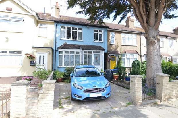 3 Bedrooms Terraced House for sale in Boleyn Avenue, ENFIELD, Middlesex
