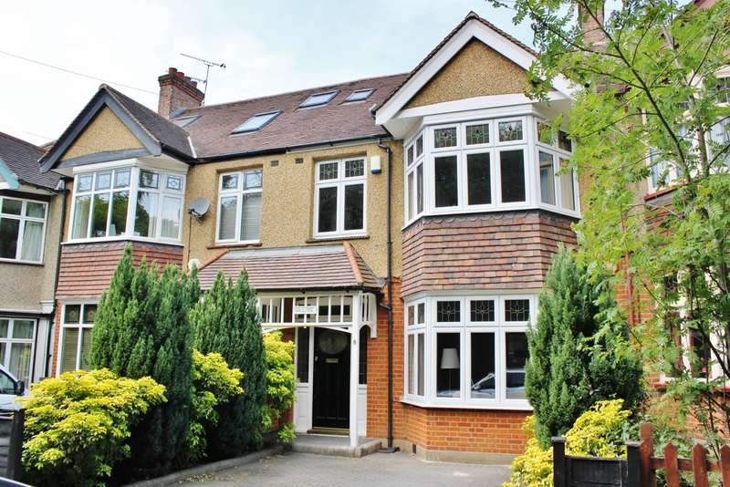 4 Bedrooms Terraced House for sale in Forest Drive, Woodford Green