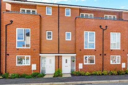 4 Bedrooms Terraced House for sale in Marquess Drive, Bletchley, Milton Keynes, Buckinghamshire