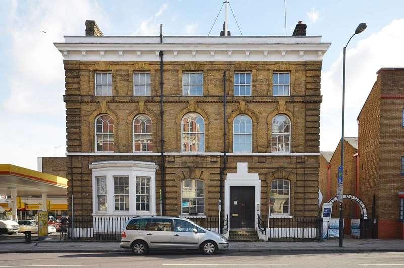 2 Bedrooms Flat for sale in Upper Street, Islington, N1