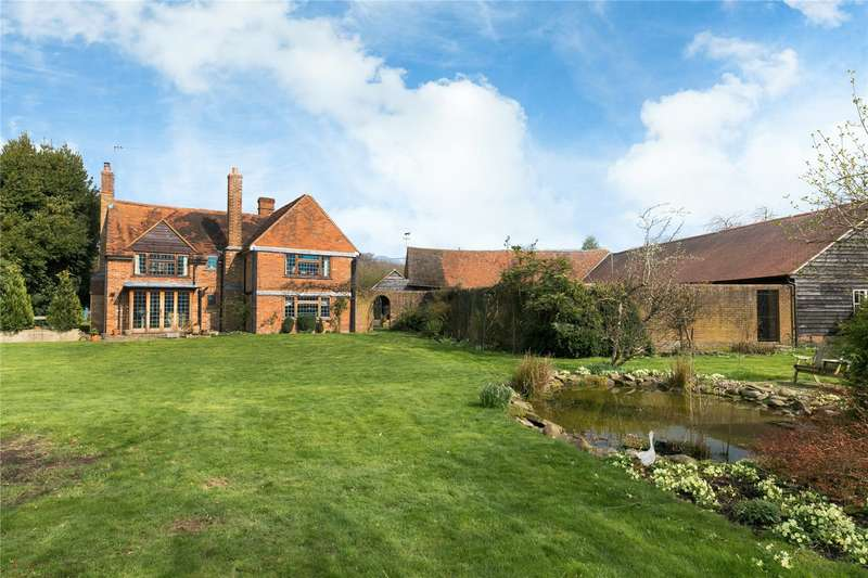 4 Bedrooms Detached House for sale in Bellingdon, Chesham, Buckinghamshire, HP5