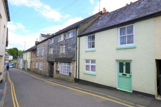 3 Bedrooms Terraced House for sale in Market Street, Buckfastleigh, Devon