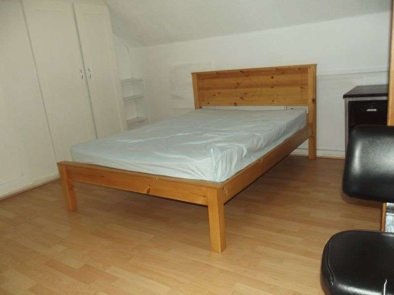 Property for rent in 5 BIG Bedrooms for Students