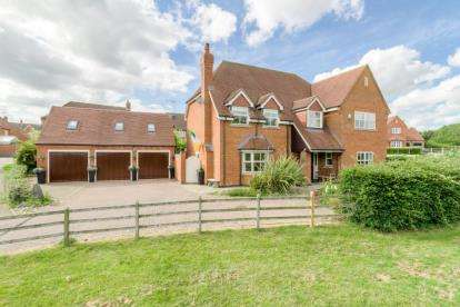 5 Bedrooms Detached House for sale in Oxfield Park Drive, Old Stratford, Milton Keynes, Northamptonshire