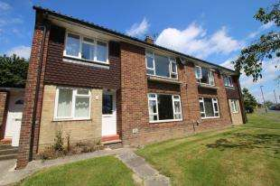 2 Bedrooms Flat for sale in Carleton Road, Chichester, West Sussex