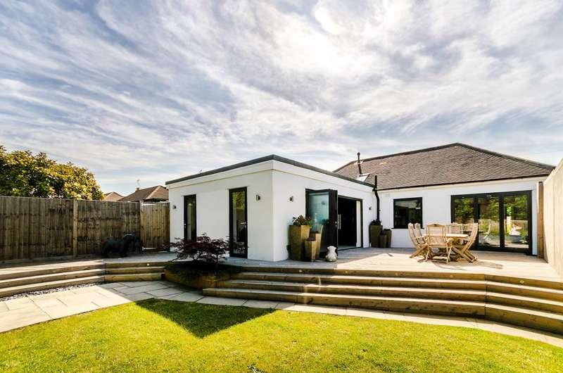 4 Bedrooms Bungalow for sale in Mavis Avenue, Stoneleigh, KT19