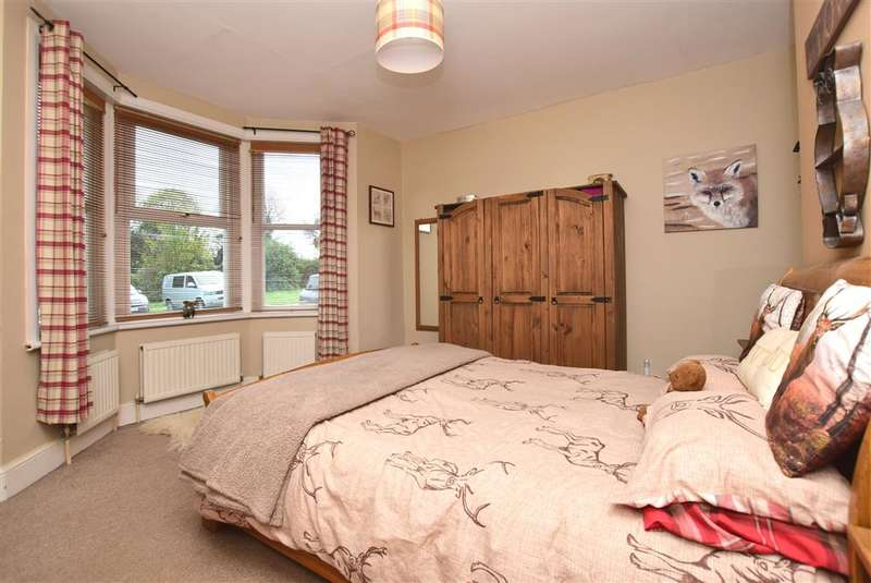 3 Bedrooms Bungalow for sale in Telegraph Road, Deal, Kent