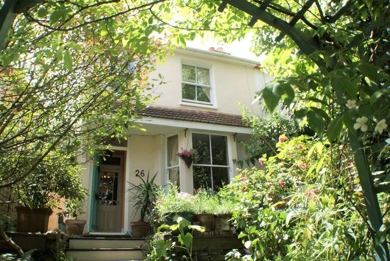 3 Bedrooms Semi Detached House for sale in Wrestwood Road, Bexhill, East Sussex, TN40 2LL