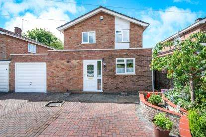 3 Bedrooms Detached House for sale in Thorpe St. Andrew, Norwich, Norfolk