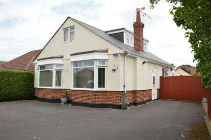 4 Bedrooms Bungalow for sale in Ensbury Park, Bournemouth, Dorset