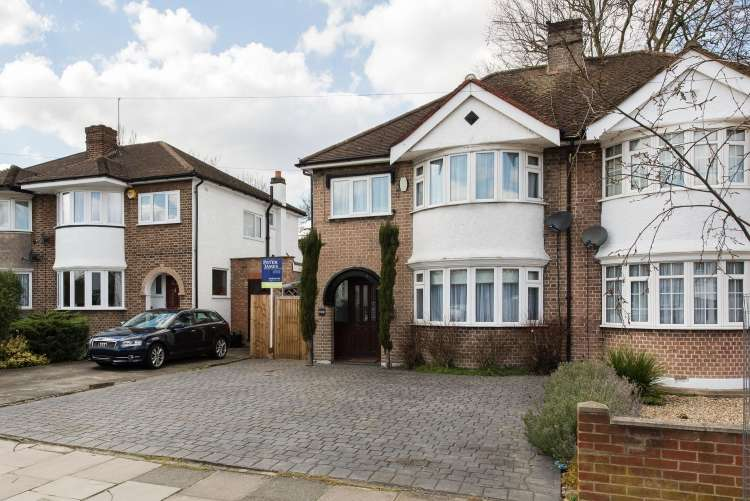 3 Bedrooms Semi Detached House for sale in Crathie Road Lee SE12