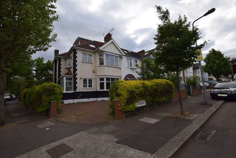 5 Bedrooms End Of Terrace House for sale in Middleton Gardens, Ilford, Essex, IG2