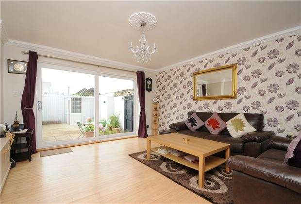 2 Bedrooms End Of Terrace House for sale in Melrose Avenue, MITCHAM, Surrey, CR4