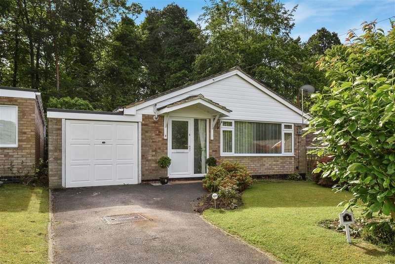 3 Bedrooms Bungalow for sale in Mulberry Close, Crowthorne
