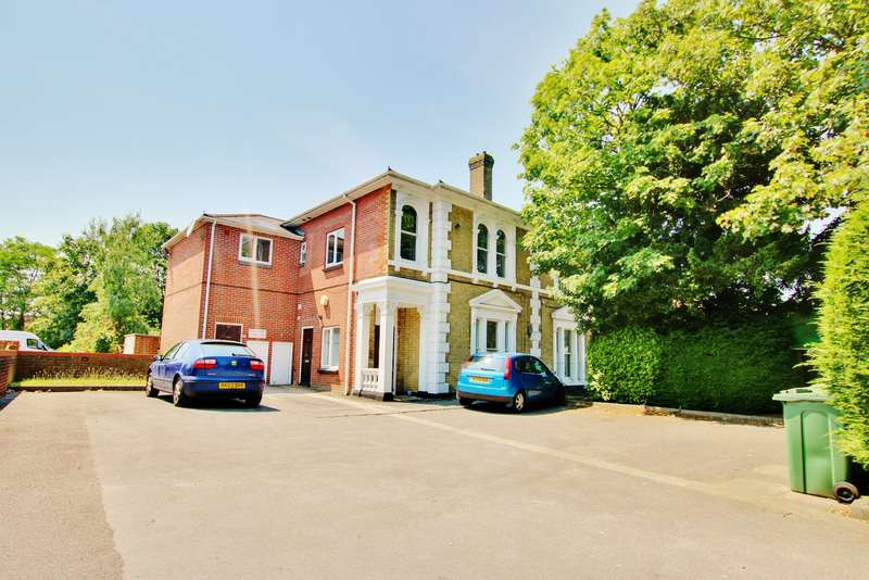 1 Bedroom Flat for sale in Portsmouth Road, Woolston