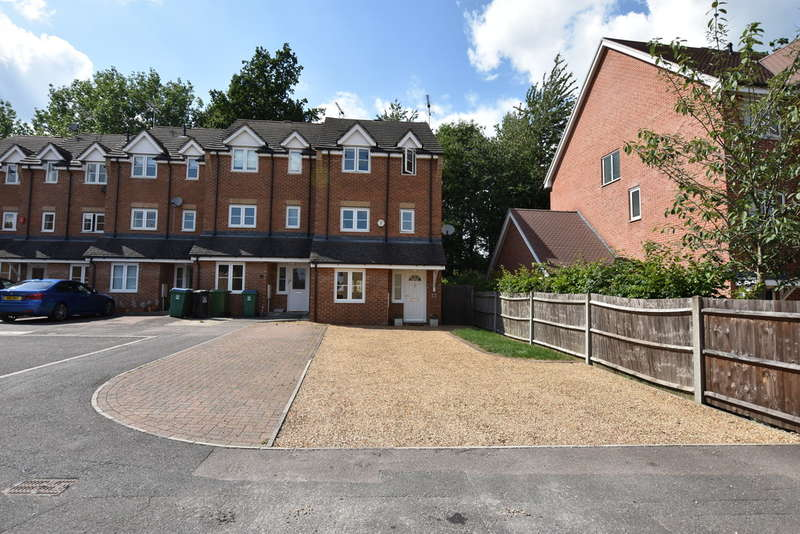 3 Bedrooms Town House for sale in Ennerdale Drive, Garston Watford