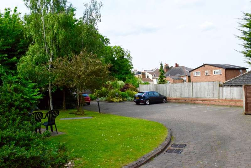 2 Bedrooms Apartment Flat for sale in SUMMER COURT, SUNNINGFIELDS ROAD, HENDON, London, NW4