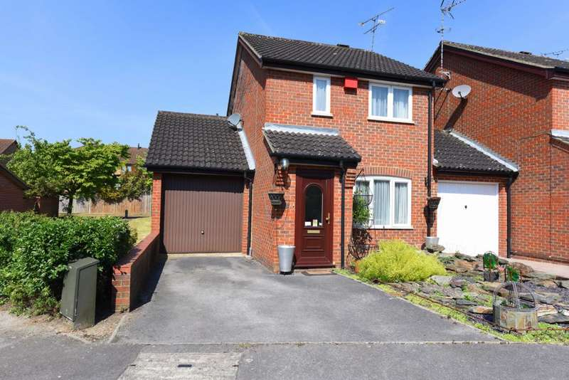4 Bedrooms Detached House for sale in The Pathfinders, Farnborough, GU14