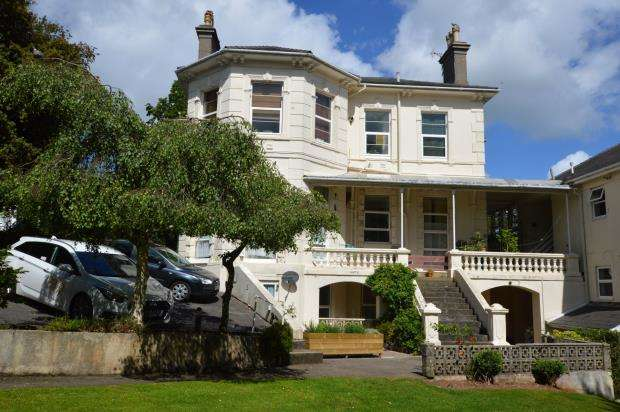 2 Bedrooms Flat for sale in Barrington House, Barrington Road, Torquay, Devon