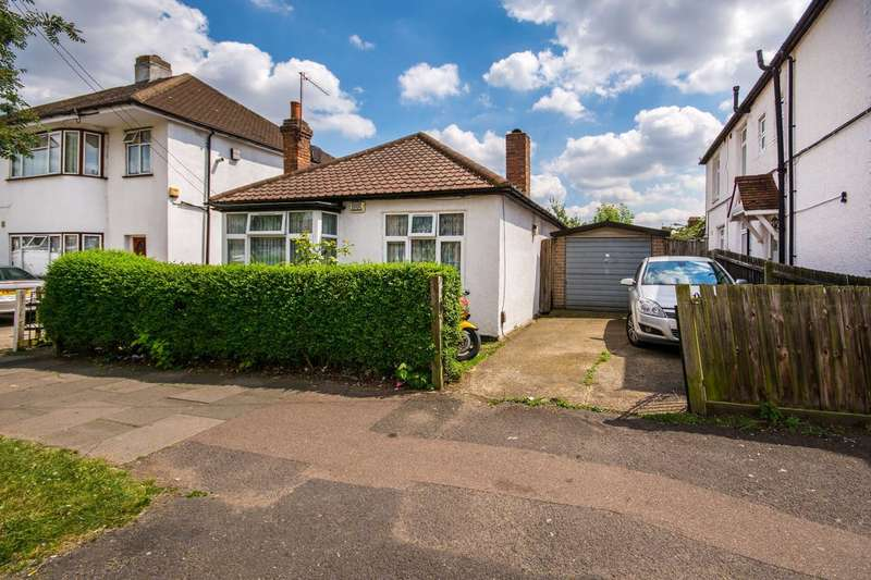 3 Bedrooms Bungalow for sale in Rugby Avenue, Wembley, HA0