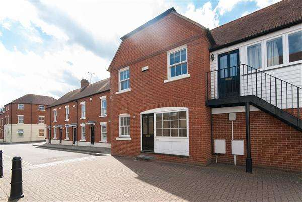 3 Bedrooms Semi Detached House for sale in Station Road West, Canterbury
