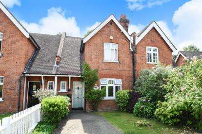 3 Bedrooms Cottage House for sale in Orchard Villas, Old Perry Street, Chislehurst