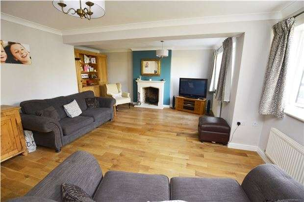 4 Bedrooms Detached House for sale in Lapwing Court, Bussage, Gloucestershire, GL6 8FQ