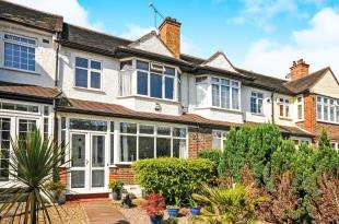 3 Bedrooms Semi Detached House for sale in Durham Road, Bromley, .