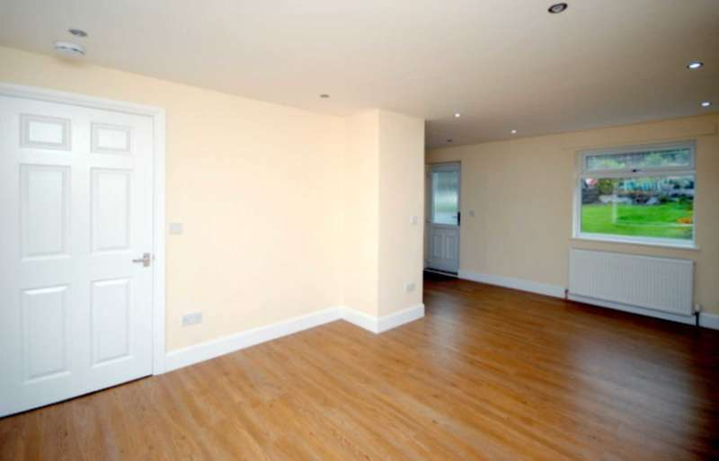 2 Bedrooms Semi Detached House for sale in Larkfield Road, Greenock