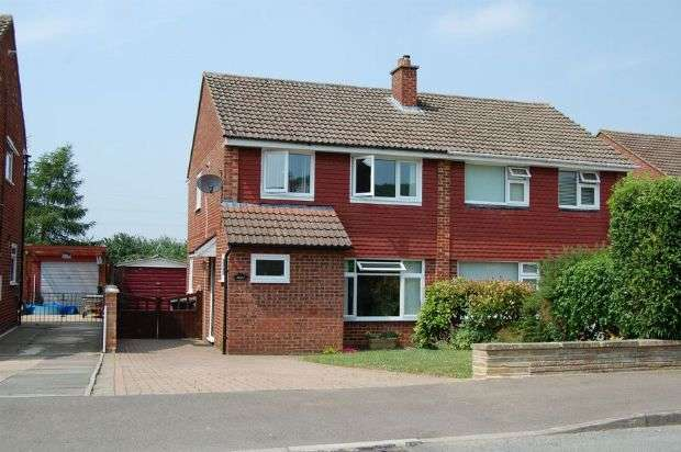 3 Bedrooms Semi Detached House for sale in Sunningdale Drive, Daventry, Northants NN11 4NZ