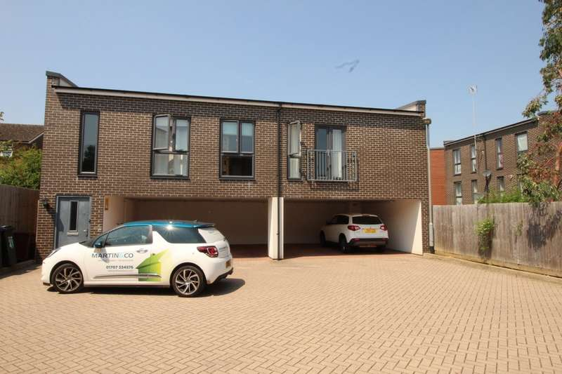 2 Bedrooms Maisonette Flat for sale in Penn Way, Welwyn Garden City
