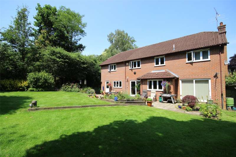 5 Bedrooms Detached House for sale in St Faith Close, Four Marks, Alton, Hampshire, GU34