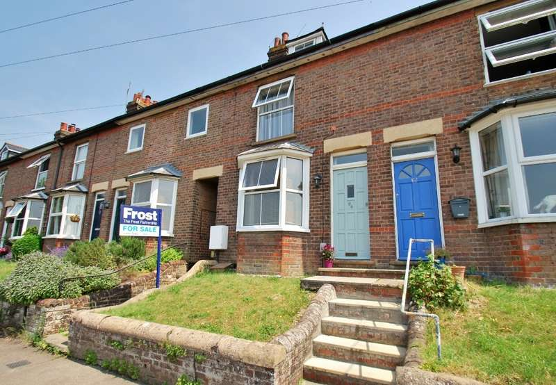 3 Bedrooms Terraced House for sale in Severalls Avenue, Chesham, HP5