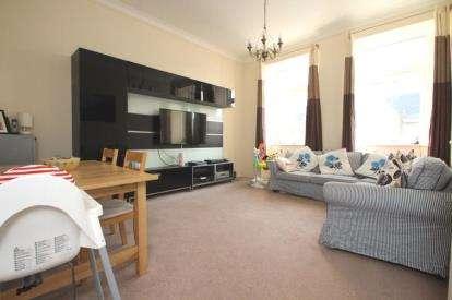 2 Bedrooms Flat for sale in East Main Street, Broxburn