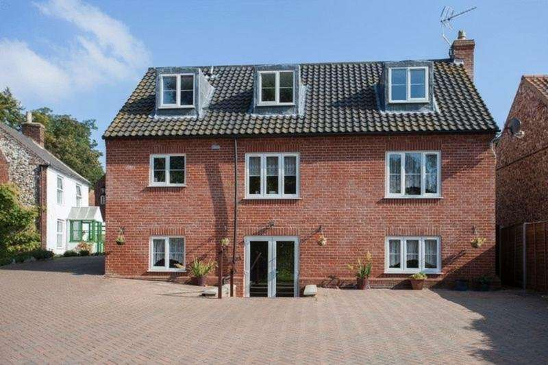5 Bedrooms Detached House for sale in High Street, Coltishall