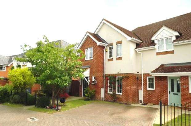 3 Bedrooms Semi Detached House for sale in Hook, Hampshire