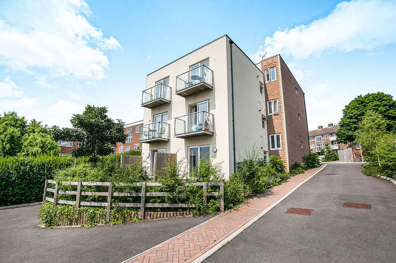 2 Bedrooms Flat for sale in Green Lane, Chessington, KT9