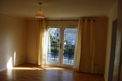 3 Bedrooms Flat for rent in Baillieston Road, Garrowhill, Glasgow