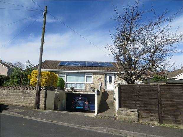 3 Bedrooms Detached Bungalow for sale in Lawrence Close, Worle, Weston super Mare, North Somerset. BS22 6TX
