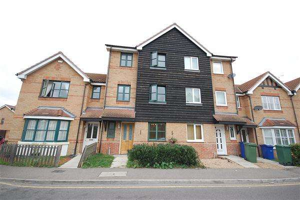 4 Bedrooms Terraced House for sale in Victoria Road, Stanford-Le-Hope
