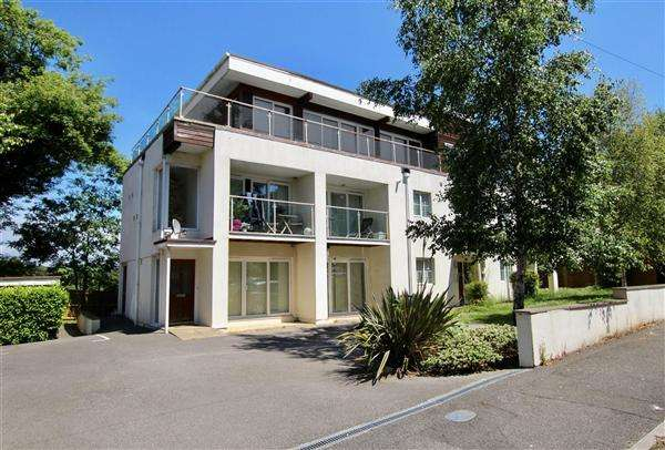 2 Bedrooms Flat for sale in Snowdon Road, Bournemouth