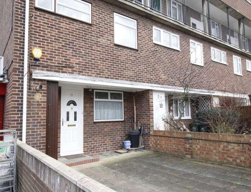 3 Bedrooms Flat for sale in Hengrove Crescent, Ashford, TW15