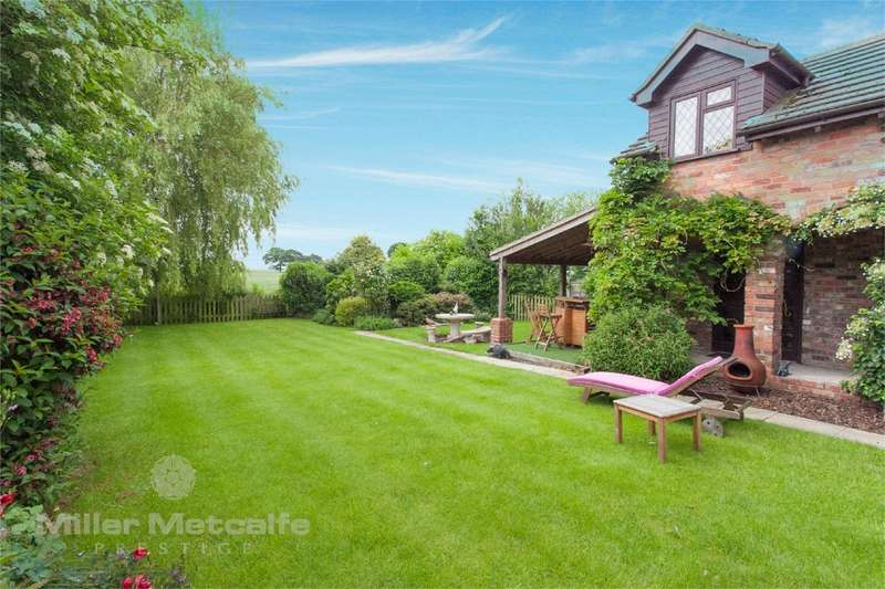 4 Bedrooms Detached House for sale in Heath Lane, Croft, Warrington, Cheshire