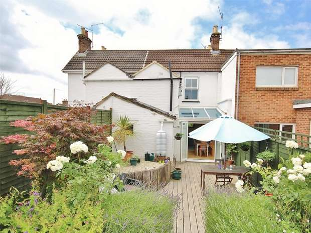 3 Bedrooms Terraced House for sale in Shaftesbury Road, Heckford Park, POOLE, Dorset