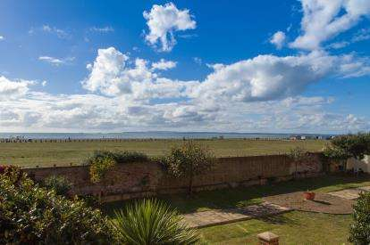 4 Bedrooms Semi Detached House for sale in Sea Front, Hayling Island, Hampshire