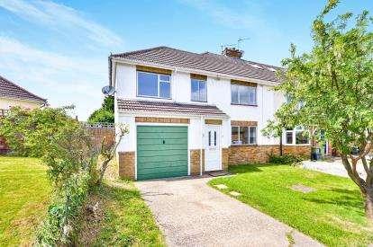 4 Bedrooms End Of Terrace House for sale in Hawthorne Avenue, Bletchley, Milton Keynes, Buckinghamshire