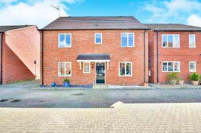 4 Bedrooms Detached House for sale in Foxfield, Broughton, Milton Keynes, Bucks