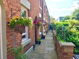 2 Bedrooms Terraced House for sale in Pyecroft Street, Chester, Cheshire, CH4